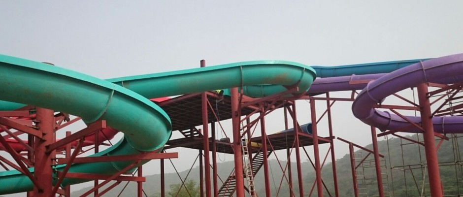 SplashWorld Water Park rides and entertainment